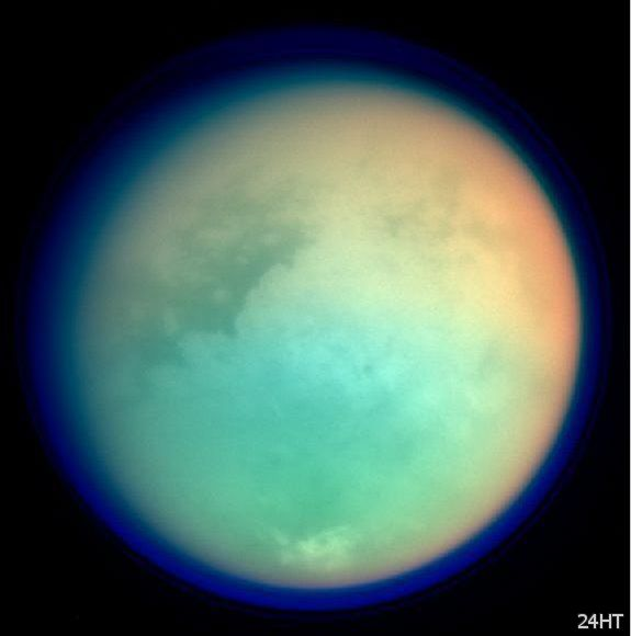 Титан мог быть планетарной боксёрской грушей