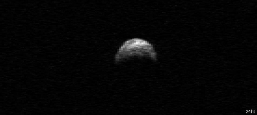 НАСА обнаружило крупный астероид, движущийся к Земле