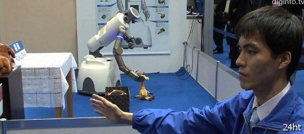 Робот SmartPal VII под управлением Kinect (видео)