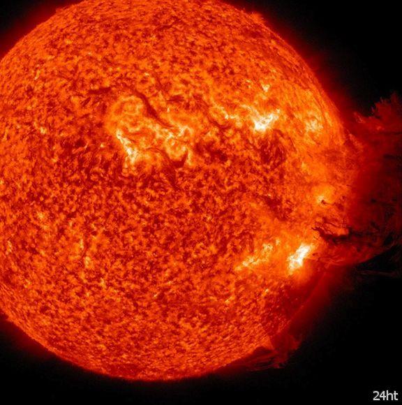 Солнечные штормы могут разъесть поверхность Луны