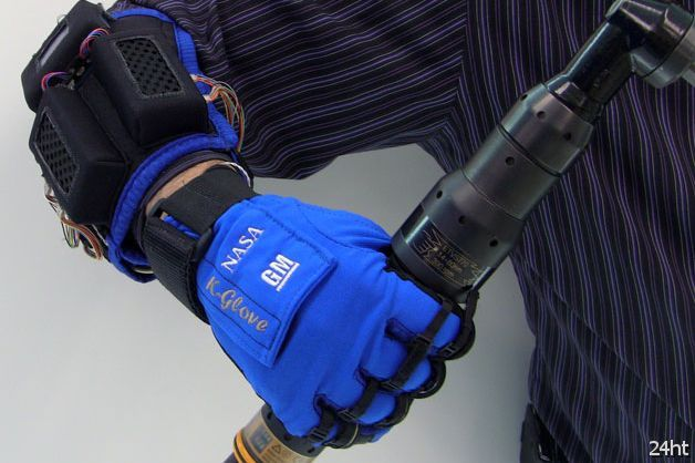 Экзоперчатки на автомобильном заводе (видео)