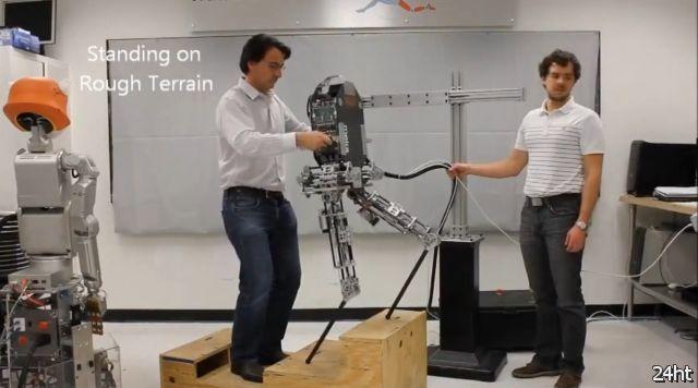 Hume - быстрый двуногий робот (видео)