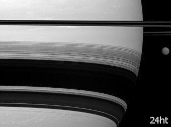 """""""Кассини"""" сфотографировал Титан и Прометей"""