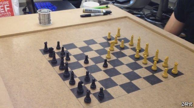 Онлайн шахматы с физическим интерфейсом (видео)