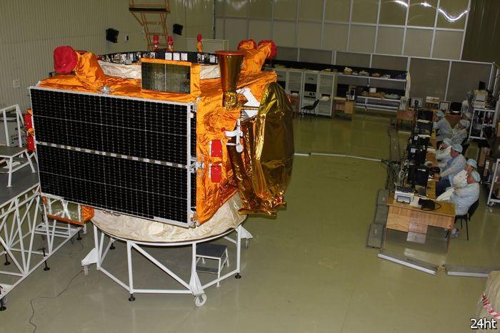 Еще два дорогостоящих спутника связи превратились в опасный космический мусор
