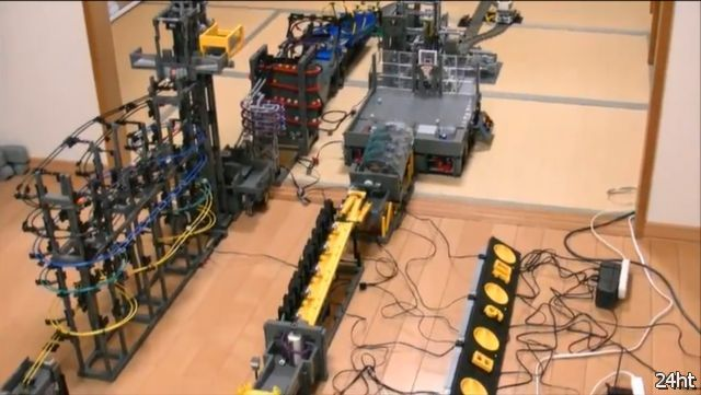 Очередной механический креатив из Lego (видео)