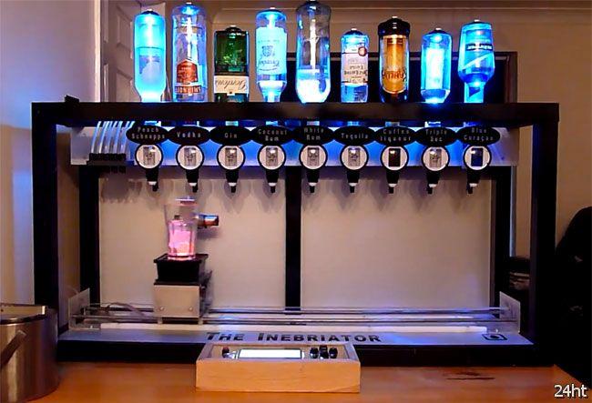 Робот бармен против человека