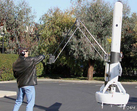 V-Bat - летающий робот с механической рукой