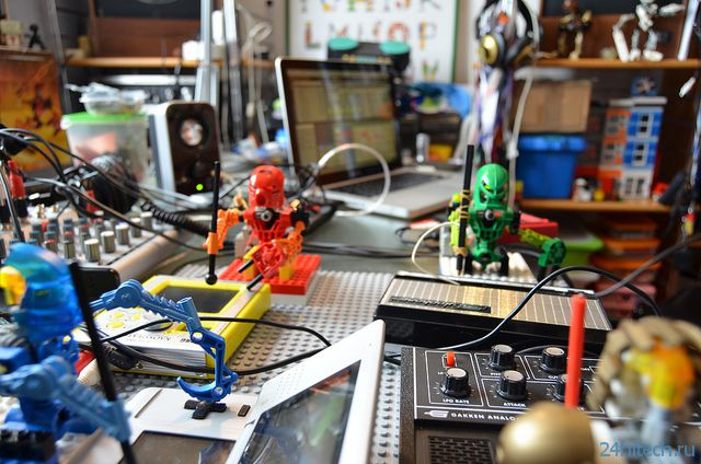 Игрушечные роботы Lego Bionicles становятся барабанщиками