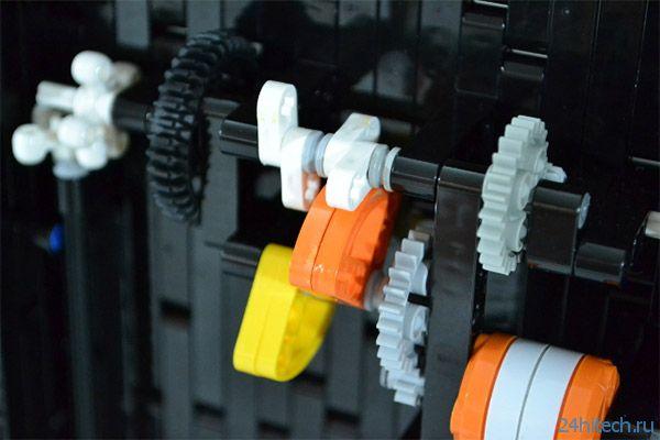 Time Twister 2 — механические часы из LEGO