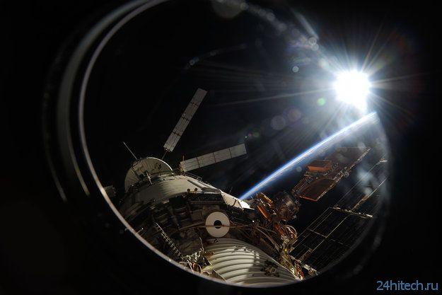 "Космонавты загрузили мусор в КА ""Альберт Эйнштейн"""
