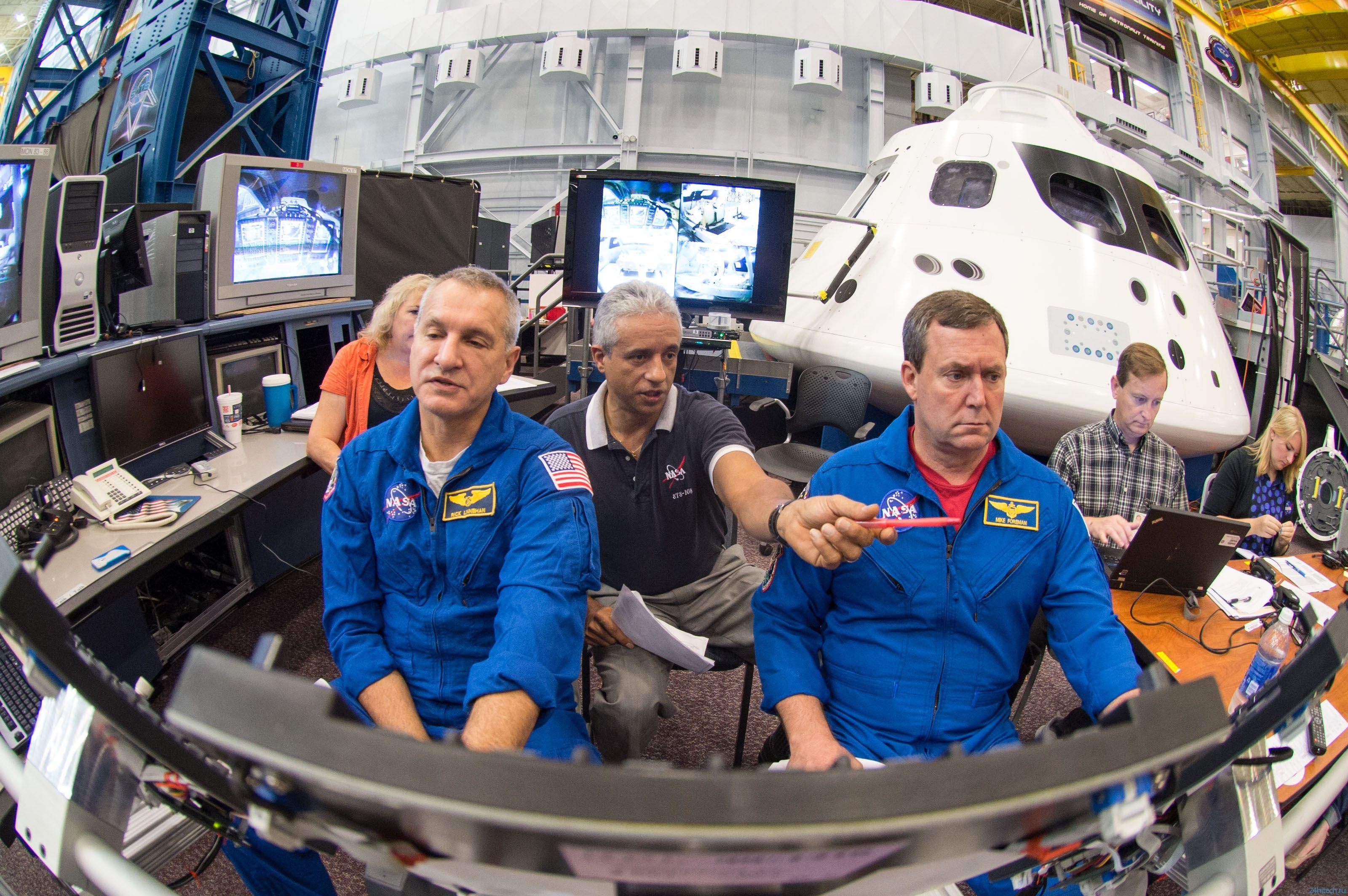 """Астронавты тренируются на борту КА """"Орион"""""""