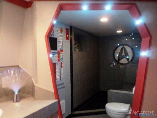 Канадка превратила свой дом в космический корабль (12 фото)