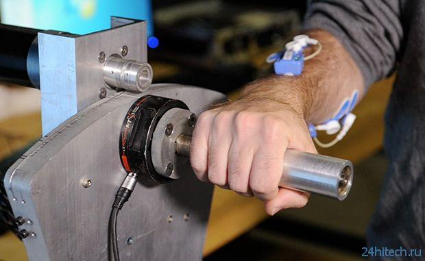 Мускульный датчик для управления механизмами (видео)