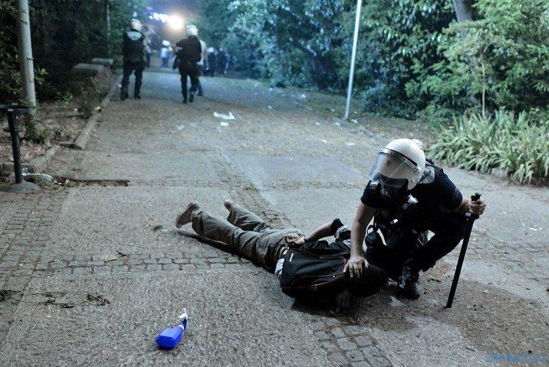 «Дроны-полицейские» смогут прицельно стрелять краской и распылять слезоточивый газ