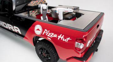 Видео | Pizza Hut и Toyota представили робота, который будет готовить пиццу прямо во время доставки